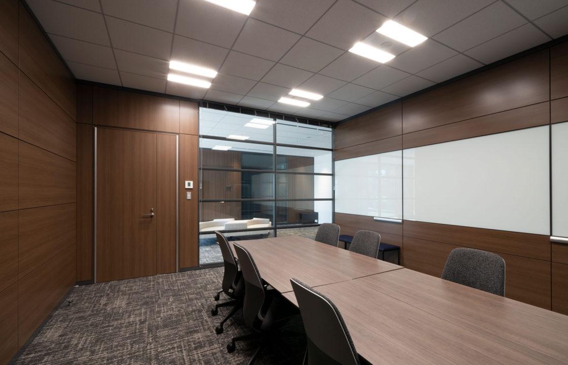 会議室 B